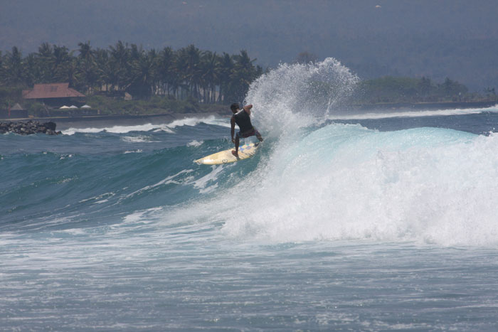 Jasri surfing beach
